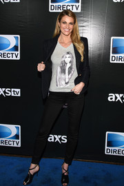For her shoes, Erin Andrews chose a pair of strappy black peep-toe heels.