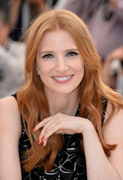 Jessica Chastain added a retro touch with thickly winged eyes.