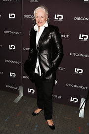 Glenn Close chose a pair of black trousers for her mature and classic look.