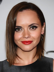 Christina Ricci looked flirty and chic in a smoke gray Michael Kors dress. She paired the look with bright red lips.