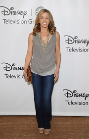 Felicity Huffman showed that jeans can be dressy when she paired this classic-fit pair with a loose blouse and chains.