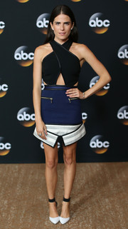 A pair of white pumps with black ankle cuffs completed Karla Souza's head-turning outfit.