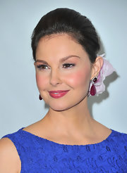 Ashley Judd added an ultra-feminine touch by pinning on a delicate bloom to her sleek updo during the TCA Winter Press Tour.