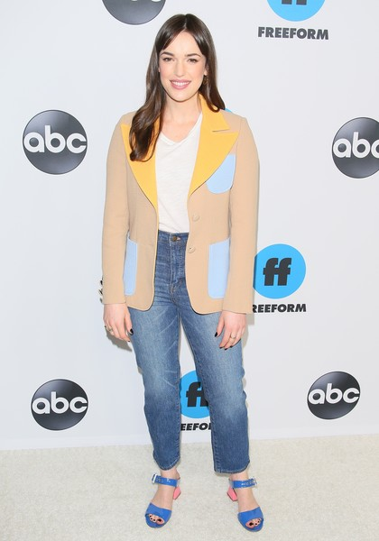 More Pics of Elizabeth Henstridge Strappy Sandals (1 of 3) - Heels Lookbook - StyleBistro [abc television hosts tca winter press tour 2019 - arrivals,clothing,yellow,fashion,jeans,outerwear,footwear,carpet,denim,flooring,style,elizabeth henstridge,pasadena,california,disney]