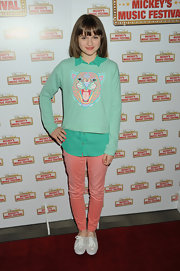 Joey King looked totally adorable and colorful in these peach skinny jeans.