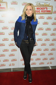 Jane Krakowski chose a cool denim jacket with bright blue shoulders for her look at the Disney Live! Music Festival.