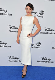 Emilie De Ravin's column-style white sleeveless dress featured and embellished bust for a crisp and sleek look.