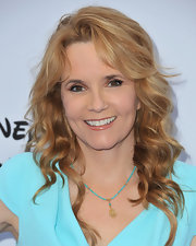 Lea Thompson chose a lovely wavy 'do to show off her strawberry blonde locks.