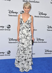 Chelsea Kane's black and white printed maxi gave the star a romantic but modern look.