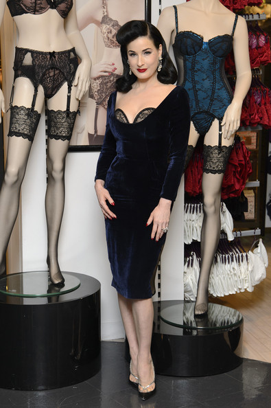 More Pics of Dita Von Teese Retro Hairstyle (1 of 8) - Dita Von Teese Lookbook - StyleBistro