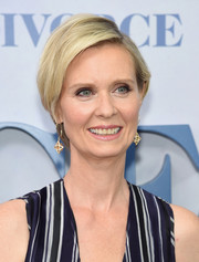 Cynthia Nixon stuck to her short side-parted style when she attended the New York premiere of 'Divorce.'