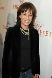 Jane Kaczmarek's gorgeous pearl and diamond necklace added a lot of elegance to her look.