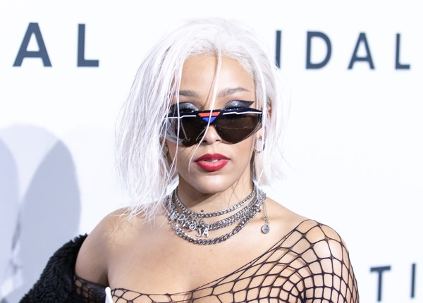 Doja Cat Layered Chainlink Necklaces [eyewear,hair,sunglasses,glasses,beauty,blond,lip,hairstyle,fashion,cool,doja cat,tidal x,brooklyn,new york,barclays center,rock the vote benefit concert,the rock the vote benefit concert]