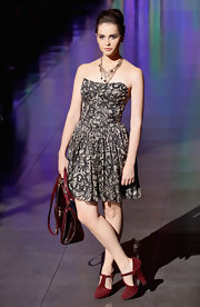 Felicity Jones appeared at the Dolce & Gabanna Spring 2012 fashion show wearing a gorgeous gold chain necklace.