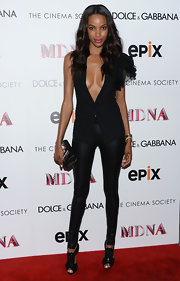 Jourdan showed off her slender figure with a pair of fitted leggings.