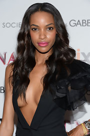 Jourdan Dunn opted for a more natural look when she styled her chocolate locks into a soft and shiny wave.