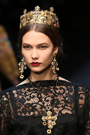 Karlie Kloss was elaborately decked out in chunky dangling gemstone earrings and a matching necklace and crown at the Dolce & Gabbana fashion show.