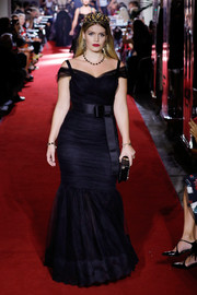 Kitty Spencer was all about classic glamour in a black cold-shoulder mermaid gown while walking the Dolce & Gabbana Spring 2018 runway.
