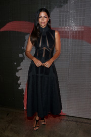 Camila Alves complemented her dress with modern black T-strap sandals.