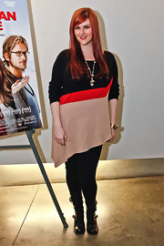 Sara Rue chose this striped tunic with an asymmetrical hem for her look at the 'Dorfman in Love' premiere in LA.