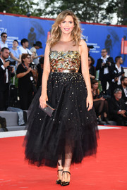 Carly Steel complemented her dress with a pair of black ankle-tie pumps.