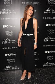 Zani Guglemann's V-neck black dress featured a thigh-high slit for an added touch of sexiness.