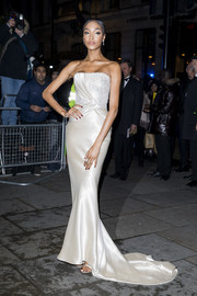 Jourdan Dunn was the picture of elegance in a strapless cream gown by Armani Prive at the 2019 Portrait Gala.