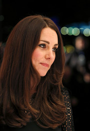 Kate Middleton attended the SportsAid dinner wearing her hair down with wavy ends.