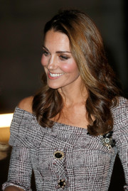 Kate Middleton looked lovely, as always, wearing this loose hairstyle with curly ends at the opening of the V&A Photography Centre.