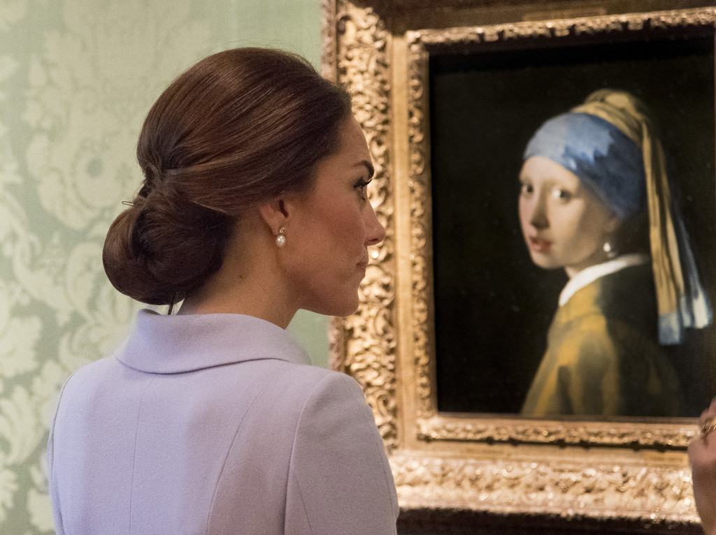 girl with a pearl earring essay questions Free girl with a pearl earring papers, essays, and research papers.