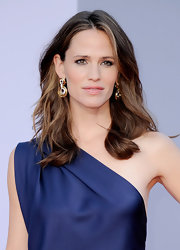 Jennifer Garner made her midnight blue YSL gown sparkle with yellow gold hoop earrings for the BAFTA Brits to Watch Event. Jennifer matched this dazzling set to a gold clutch and ring.