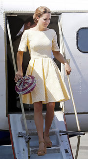 Kate looked lovely in this pale lemon eyelet dress with a '50s silhouette.