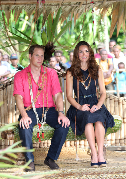 More Pics of Kate Middleton Gold Dangle Earrings (1 of 86) - Kate Middleton Lookbook - StyleBistro