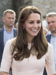Kate Middleton wore her hair loose with bouncy waves while visiting Cornwall.