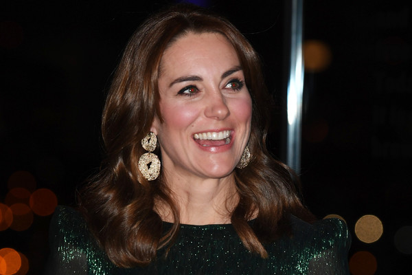 Kate Middleton looked fab with her chunky gold H&M earrings while attending a reception in Dublin, Ireland.