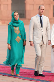 Kate Middleton donned an embroidered green shalwar kameez by Maheen Khan for her visit to the Badshahi Mosque in Lahore, Pakistan.