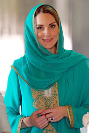 Kate Middleton visited the Badshahi Mosque in Lahore, Pakistan wearing a green head scarf.