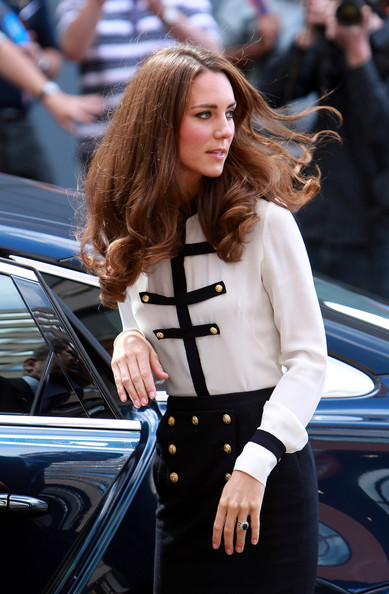 More Pics of Kate Middleton Button Down Shirt (5 of 43) - Kate Middleton Lookbook - StyleBistro