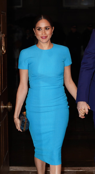 Meghan Markle paired a blue hard-case clutch by Stella McCartney with a turquoise sheath dress for the Endeavour Fund Awards.