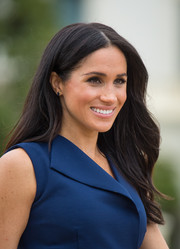 Meghan Markle attended a reception in Melbourne, Australia wearing this subtly wavy hairstyle.