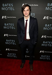 Richard Harmon opted for a more modern red carpet look with this two button dark navy blue suit.