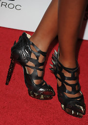 Kelly hit the red carpet in an intricate pair of bronze-heeled, cutout leather, ankle booties. Check out those spikes!