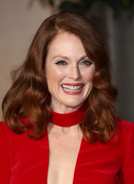Julianne Moore's Soft Curls