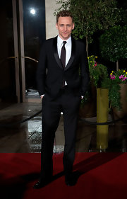 Tom Hiddleston kept his BAFTA look classy with a black suit and deep brown tie.