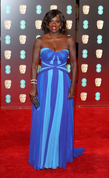 Viola Davis looked festive at the 2017 BAFTAs in a Jenny Packham strapless gown in various shades of blue.