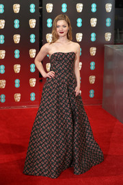 Holliday Grainger went the ultra-feminine route in a strapless floral gown by Ulyana Sergeenko for the 2017 BAFTAs.