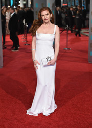 Isla Fisher complemented her dress with an embellished white satin clutch by Roger Vivier.