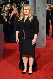 Rebel Wilson chose a black high-low skirt to complete her look.
