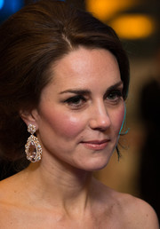 Kate Middleton went majorly glam with a massive pair of teardrop earrings for the 2017 BAFTAs.