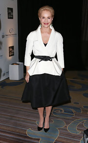 Carolina Herrera looked simply stunning in a classic white blazer, which she cinched at the waist with a black belt.